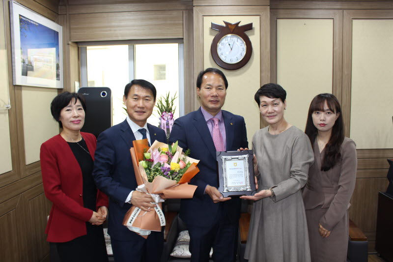 (19. 4. 4)생명보험 CEO부문 수상.JPG